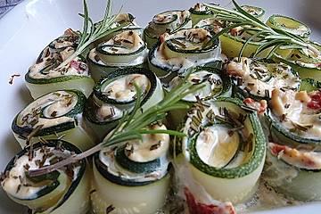 krümeltigers gefüllte Zucchiniröllchen mit Käse überbacken