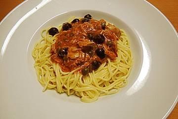 Spaghetti mit Thunfisch, Kapern und Oliven
