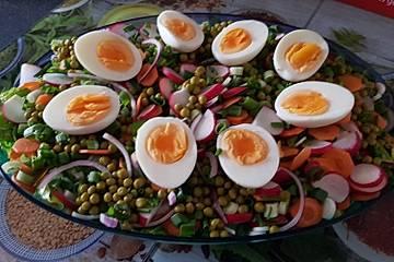 Romanasalat mit Ei