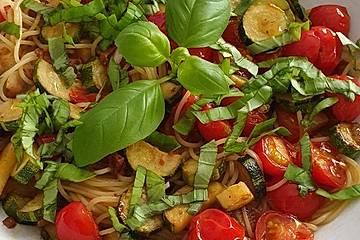 Penne Rigate mit Zucchini und Tomate