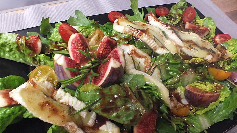 Salat Weihnachten.Bunter Salat Mit Gratiniertem Ziegenkäse Feigen Und Einem Balsamico Schoko Dressing