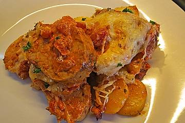 Kartoffel-Schweinelendchen-Gratin in Speck-Tomatenrahm