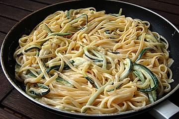 Schnelle Zucchinispagetti