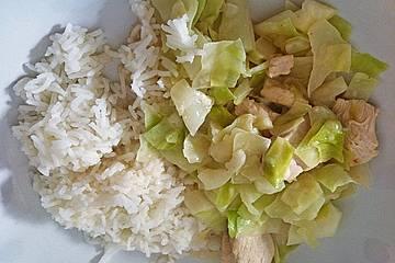 Thailändisches Kokos-Weißkohl-Huhn mit Erdnüssen