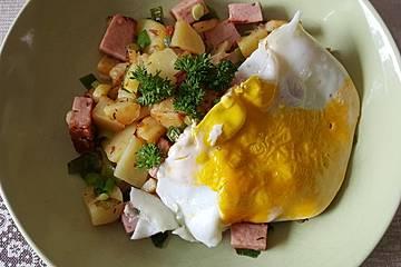 Kartoffel-Leberkäse-Pfanne mit Spiegelei