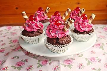 Schokoladen-Kirsch-Cupcakes