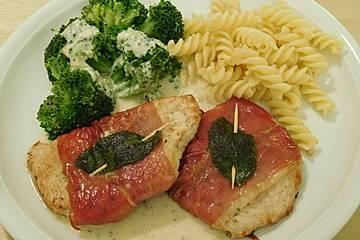 Puten-Saltimbocca mit Brokkoli und Käsesauce