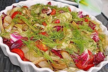 Fenchelsalat mit Birne, Cocktailtomaten und Radicchio