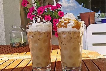 Eiskaffee mit Schoko- oder Karamellsauce