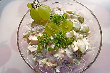 Trauben-Eier-Lauchzwiebel-Salat mit Joghurt-Dressing