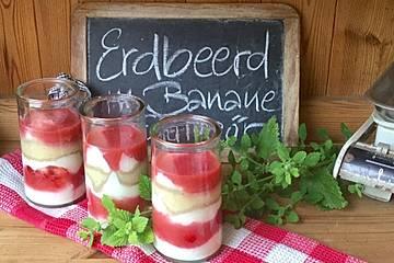 Erdbeerdessert mit Banane und Eierlikör