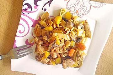 Chinesische Wok-Pfanne mit Huhn und Zitronensauce