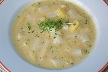 Spargelcremesuppe mit Ananas