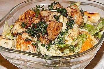 Salat mit Reis, Hühnchen und Kaki