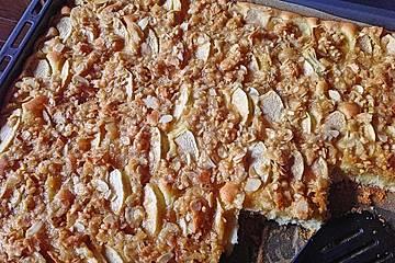 Bibis leckerer Apfelkuchen im Blech mit Mandelkruste
