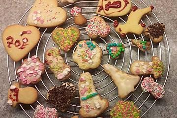 Weihnachtsplätzchen mit Zuckerguss