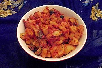 Türkischer Kartoffelsalat mit Tomaten-Salça