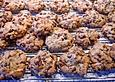 Amerikanische-Chocolate-Chip-Cookies-mit-Rosinen-Pekannuessen-und-Mandeln