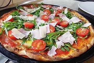 Pizza Rucola mit Knoblauchöl