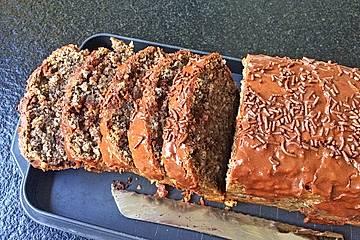 Rotweinkuchen mit Haselnüssen