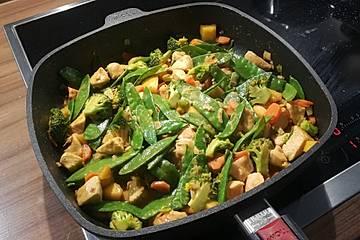Thai Curry mit Hähnchen, Zuckerschoten und Mango