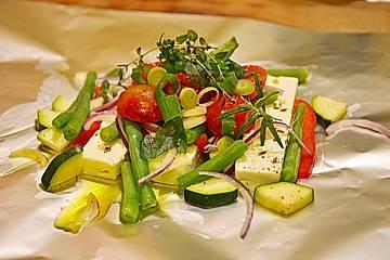 Fetapäckchen mit grünen Bohnen, Tomaten, Zucchini