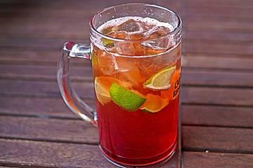Biercocktail mit Ginger Ale und Grenadine