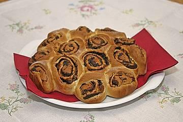 Rosenkuchen - Mohnschnecken im Kranz