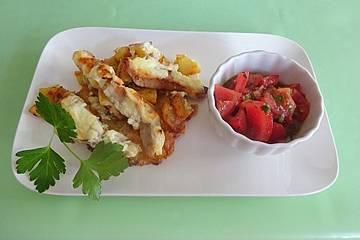 Bratkartoffelauflauf mit Schweinefilet und Tomatensalat