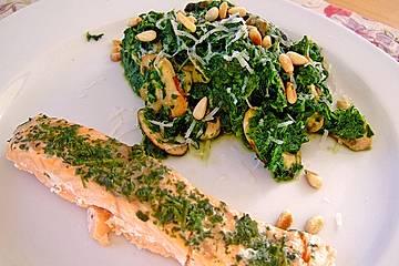 Wildlachs an Blattspinat mit Champignons, Parmesan und Cashewkernen