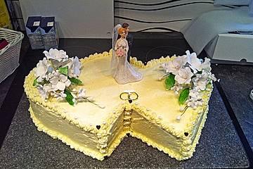 Hochzeitstorte Biskuit Buttercreme Torte