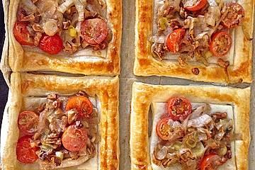 Blätterteigtaschen mit Lauch, Tomaten und Walnüssen