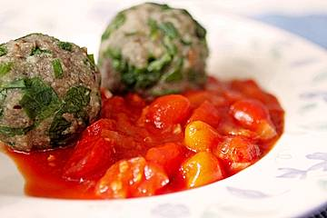 Bärlauch-Knödel mit Tomatensauce