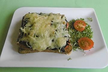 Pikante Spinat-Tomaten-Toasts