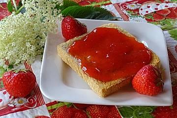 Erdbeer-Zitronen-Holunderblüten-Marmelade
