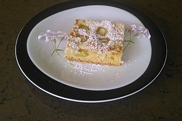Rhabarberblechkuchen mit Streusel