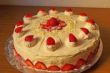 Weiße Schoko-Erdbeer-Torte