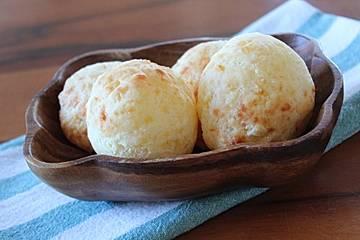 Brasilianische Käsebällchen  -  Pão de Queijo