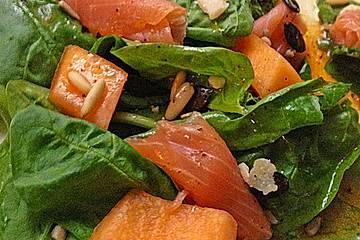 Blattspinatsalat mit Lachs und Melone