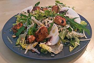 Fitness-Salat mit Putenwürfeln und Zitronen-Honig-Vinaigrette
