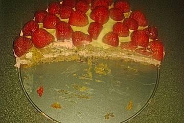 Erdbeermousse-Torte mit weißer Schokolade