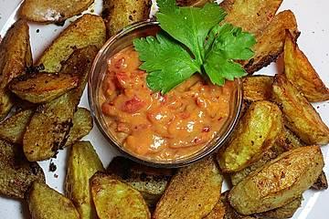 Kartoffelspalten mit süß-scharfem Tomaten-Dip