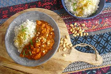 Süßkartoffel-Curry mit Kokos-Erdnuss-Soße