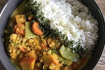 Veganes indisches Curry mit Kürbis und Kichererbsen