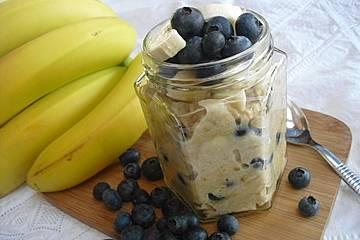 Porridge mit Heidelbeeren und Banane