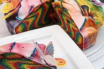 Regenbogenkuchen mit Zitronenlimonade