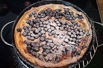 Süßer Heidelbeer-Flammkuchen