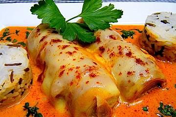 Gedünstete Lauchstangen mit Speck und Käse in Sahnesauce