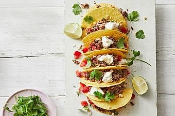 Mais-Tacos mit Kokos-Limettenreis und Hackfleisch