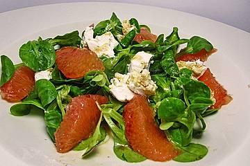 Feldsalat mit Ahornsirup-Vinaigrette, mariniertem Ziegenkäse und Pink Grapefruit
